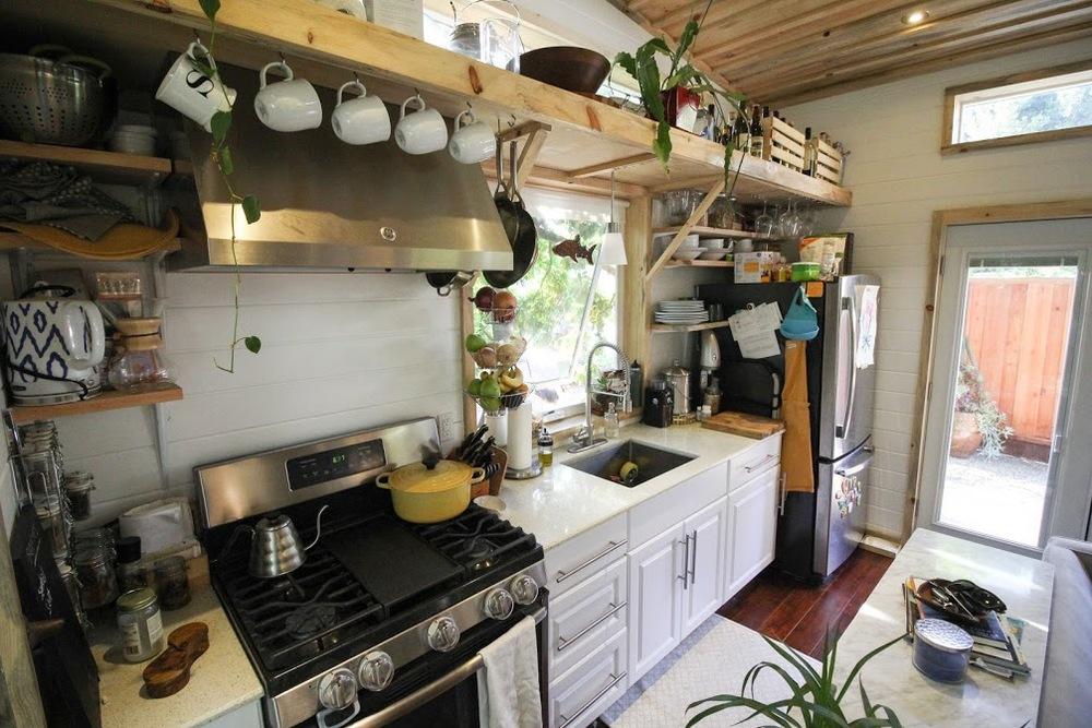 urban-cabin-tiny-portable-cedar-homes-4
