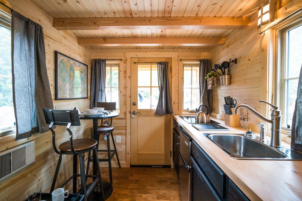 atticus-mt-hood-tiny-house-village-oregon-12