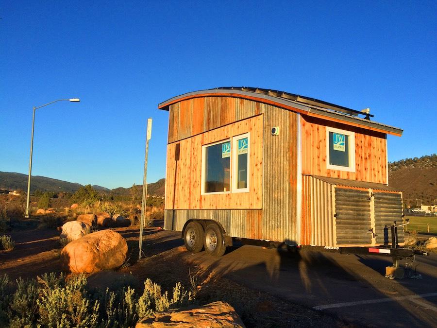curved-roof-tiny-house-rocky-mountain-tiny-homes-5
