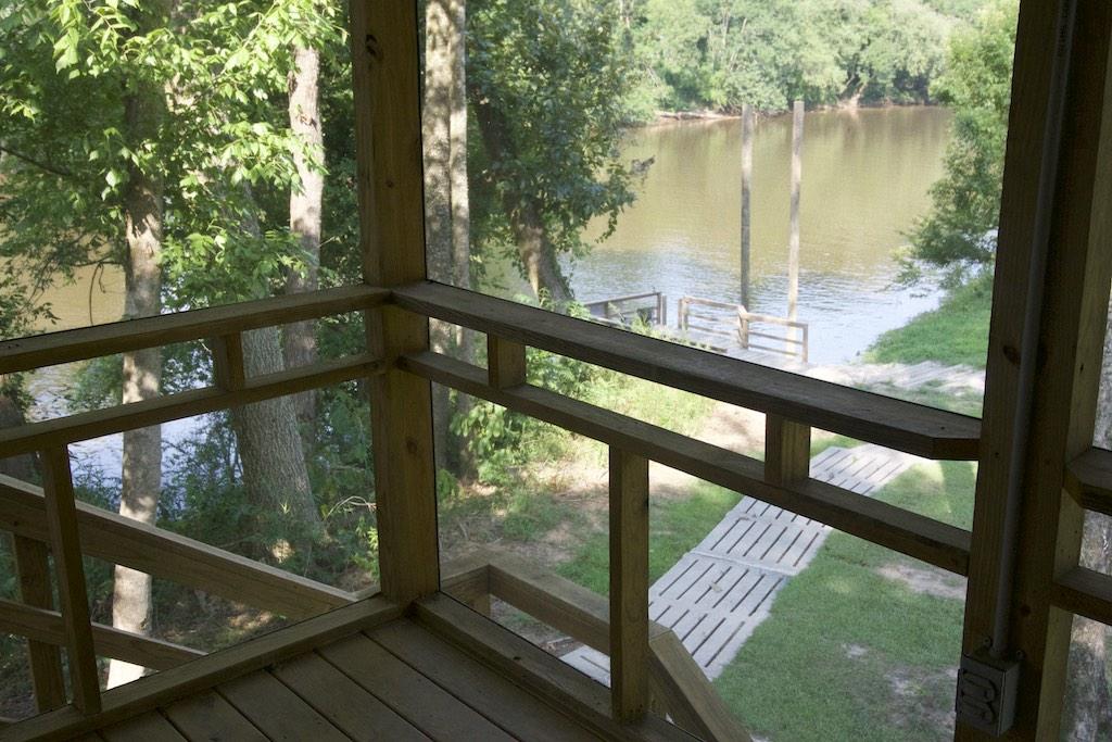8000-dollar-riverfront-cabin-10