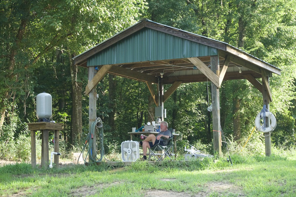 8000-dollar-riverfront-cabin-11