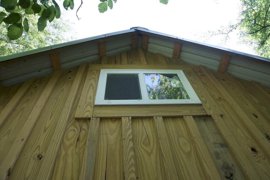8000-dollar-riverfront-cabin-13