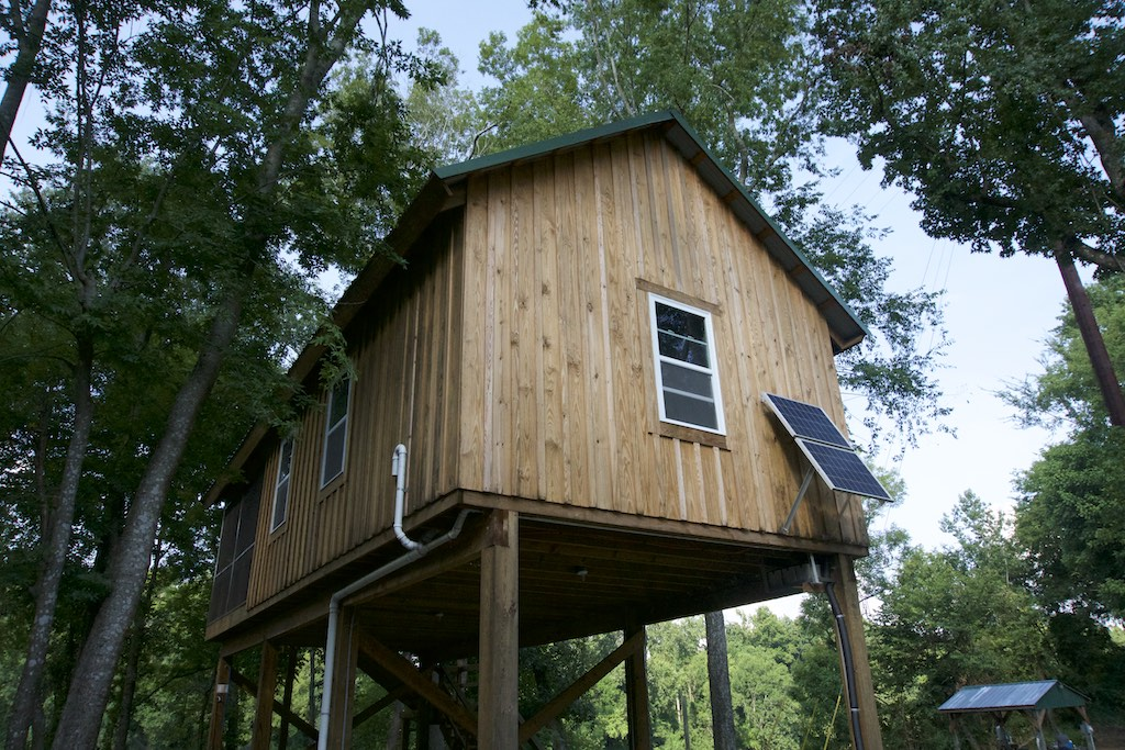 8000-dollar-riverfront-cabin-18