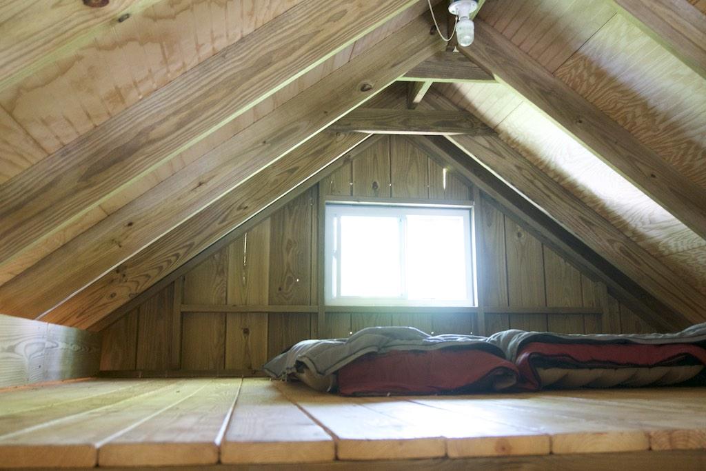 8000-dollar-riverfront-cabin-9