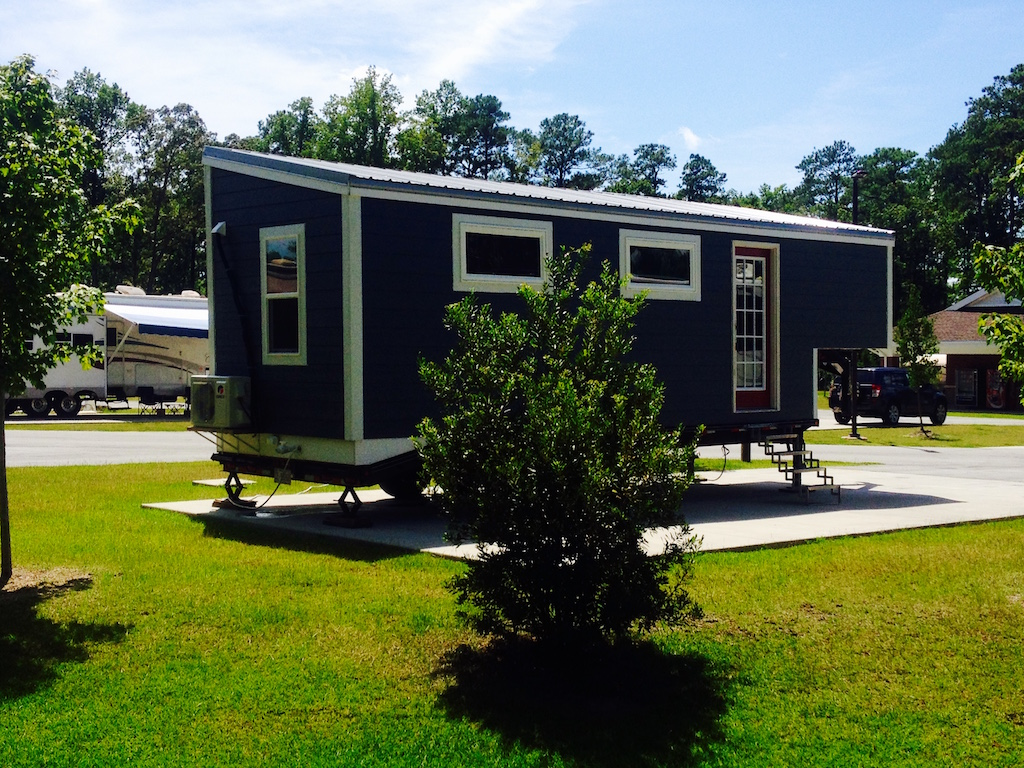 5th-wheel-tiny-house-1