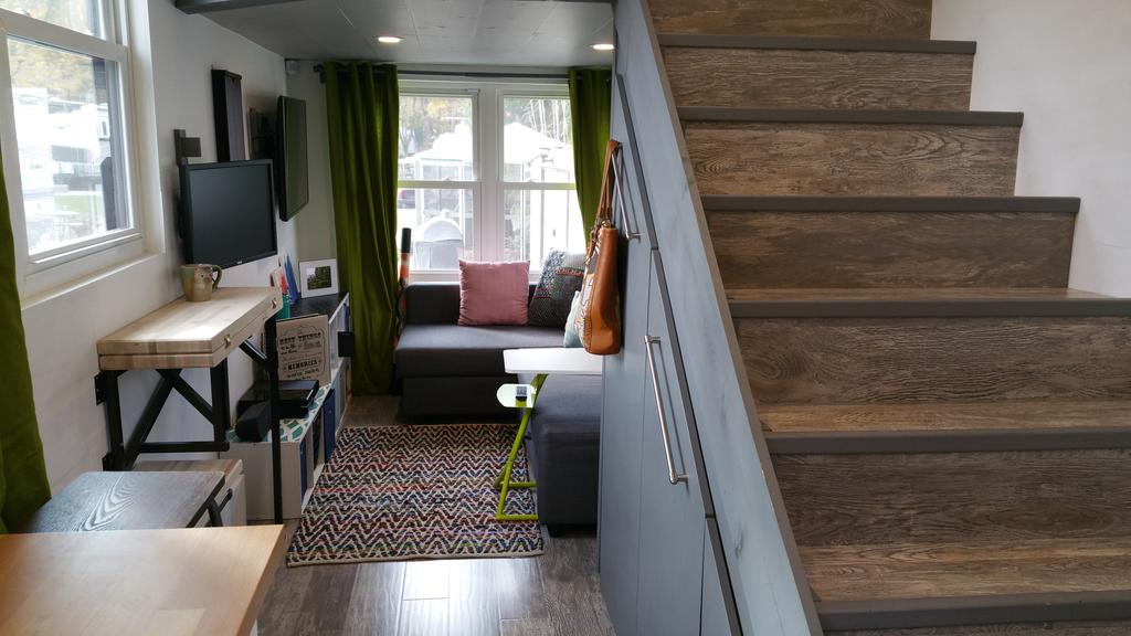 Custom Contemporary Tiny House Swoon