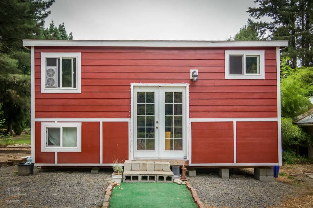 tiny-red-bungalow-1