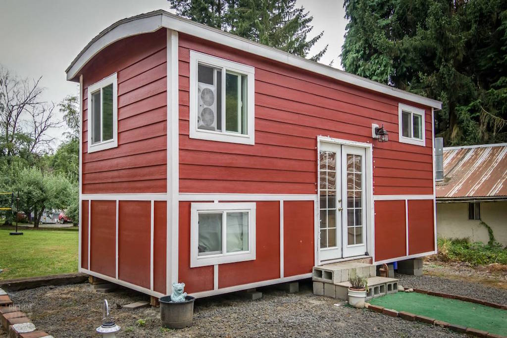 tiny-red-bungalow-16