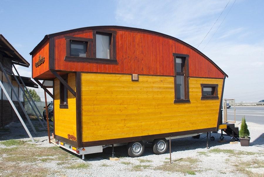 aero-camphouse-tiny-house-bulgaria-13