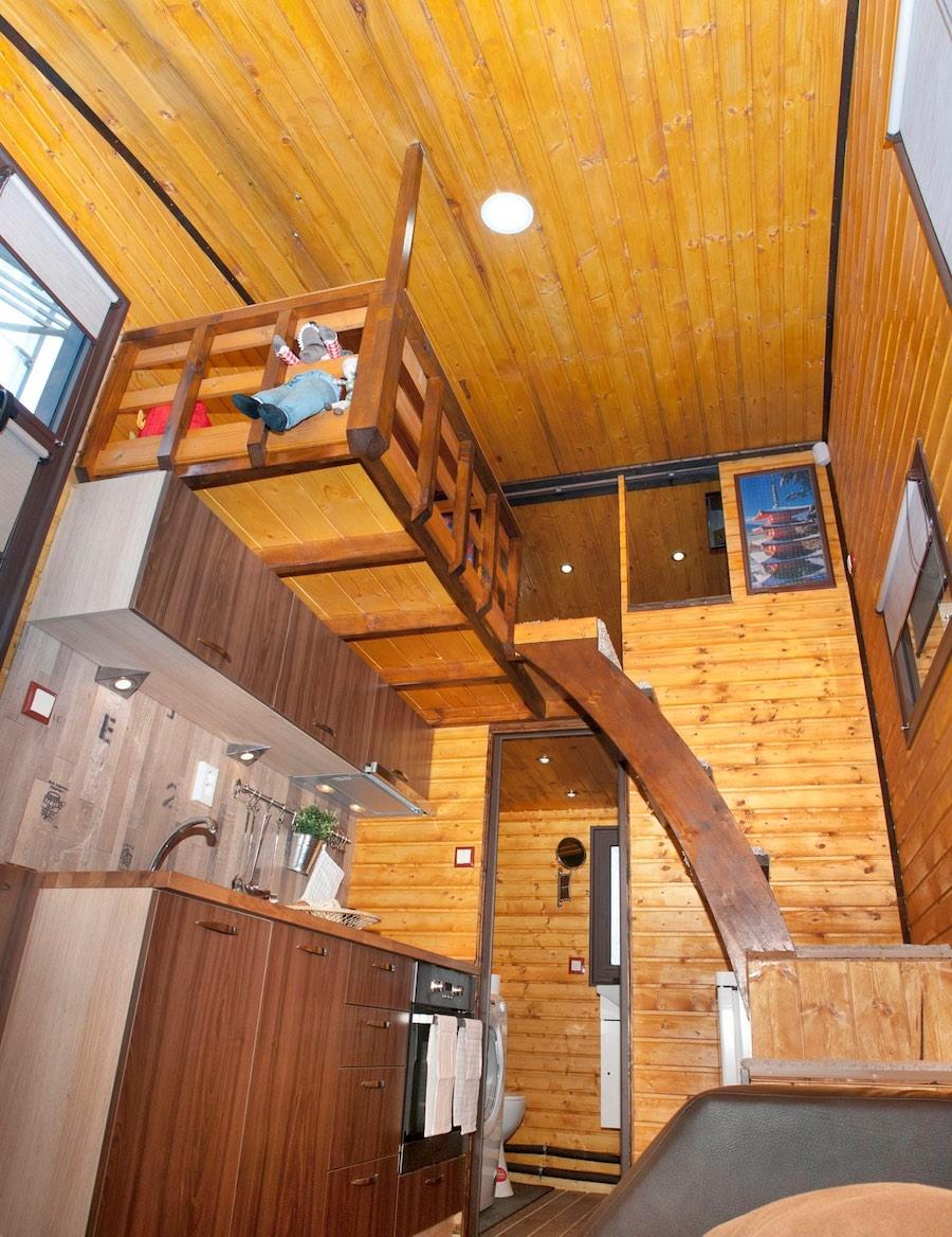 aero-camphouse-tiny-house-bulgaria-3