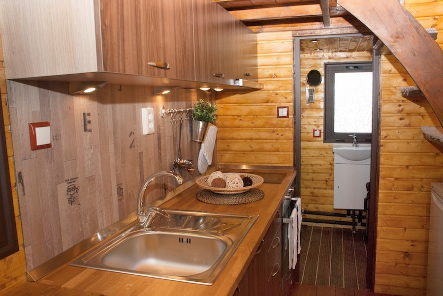 aero-camphouse-tiny-house-bulgaria-4