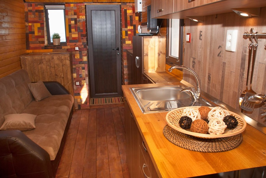 aero-camphouse-tiny-house-bulgaria-6