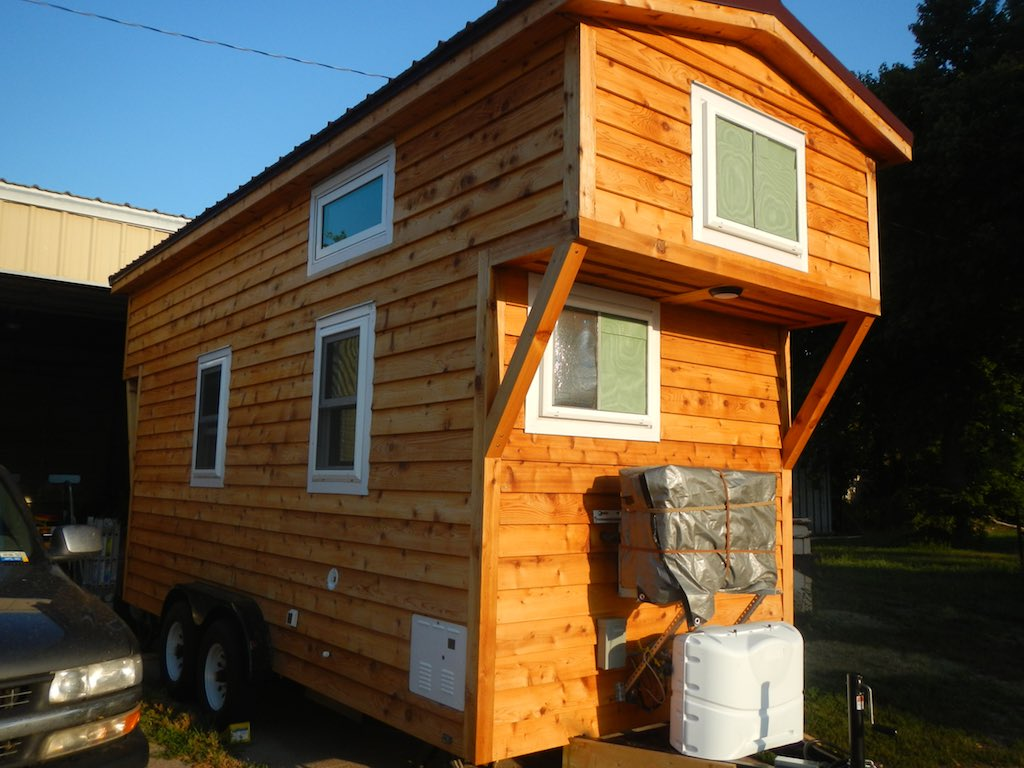 stephanis-tiny-house-college-student-11