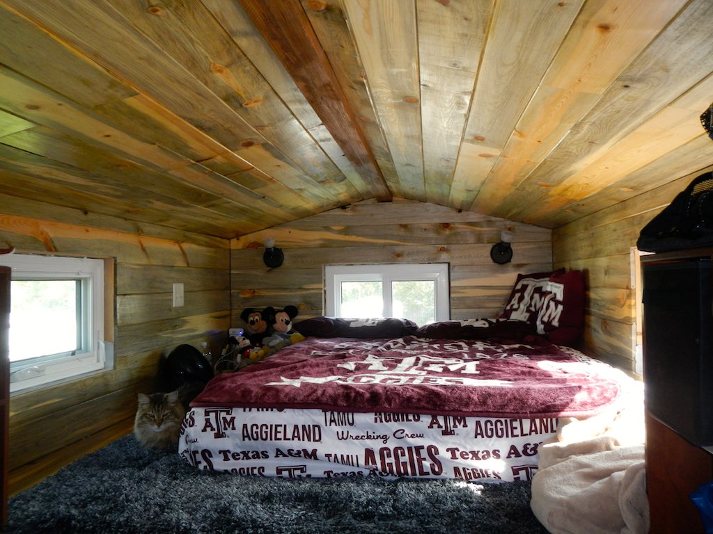 stephanis-tiny-house-college-student-8