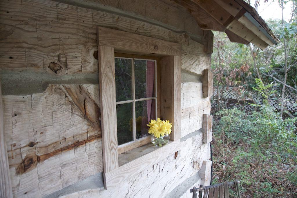 tiny-cabin-17
