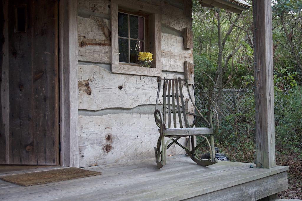 tiny-cabin-24