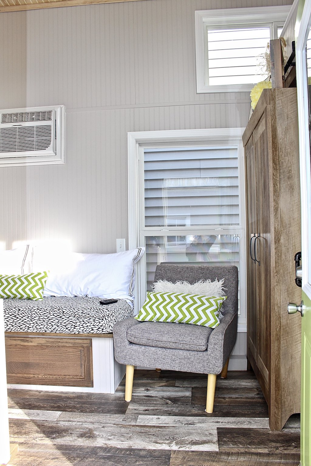 chic-shack-lime-green-mini-mansions-tiny-homes-11