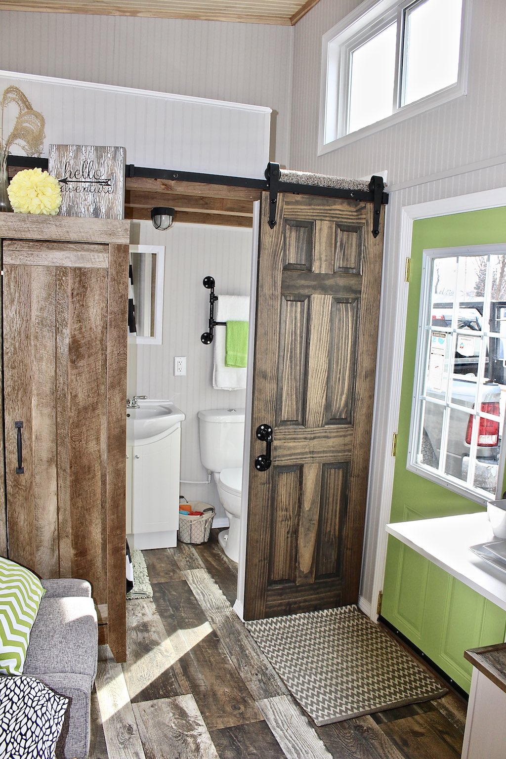 chic-shack-lime-green-mini-mansions-tiny-homes-2