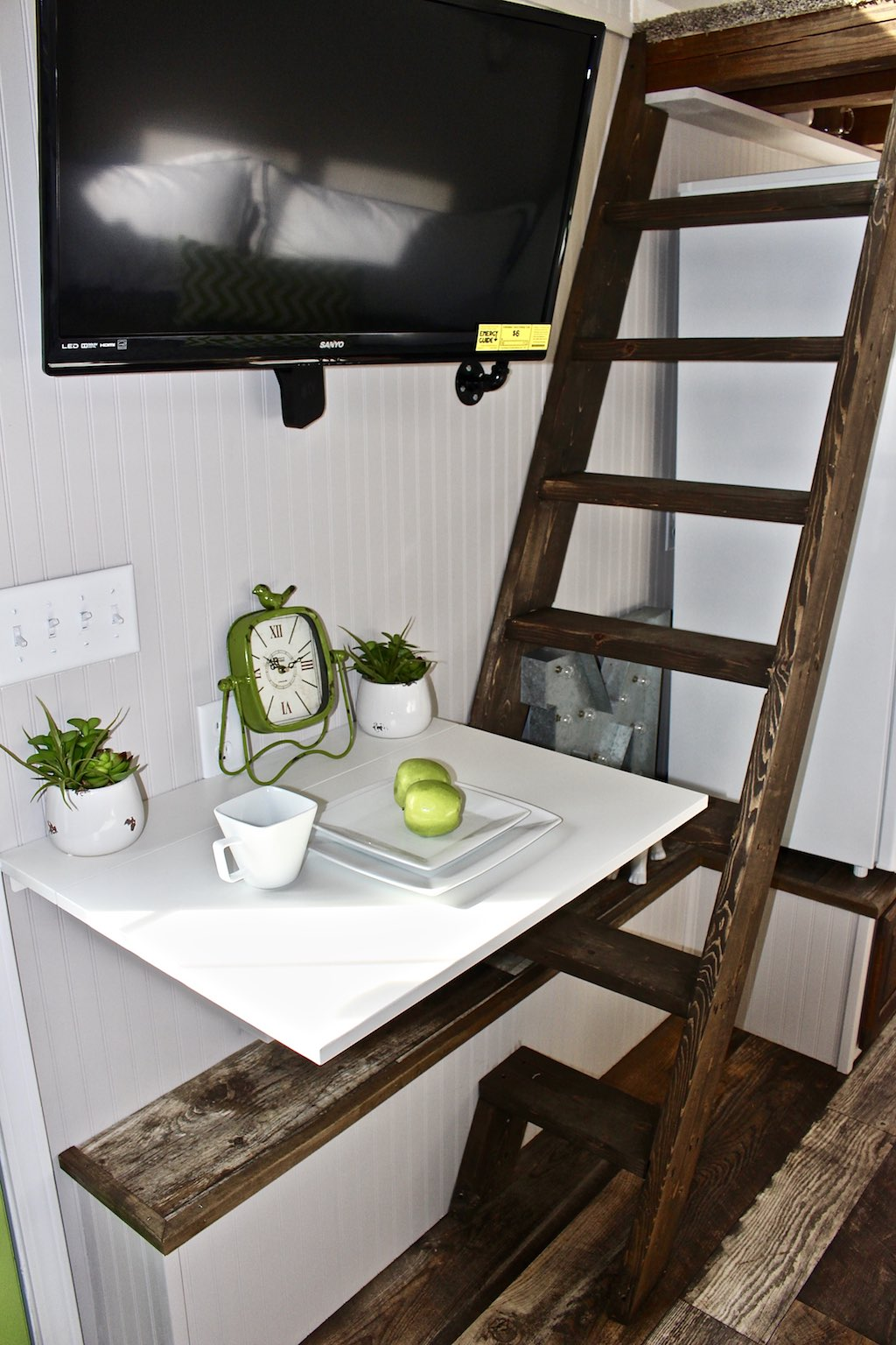 chic-shack-lime-green-mini-mansions-tiny-homes-3