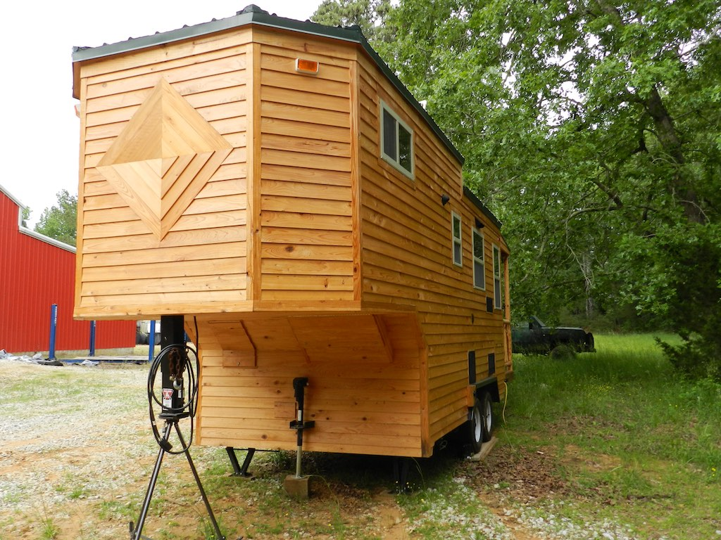 mississippi gooseneck tiny house swoon. Black Bedroom Furniture Sets. Home Design Ideas