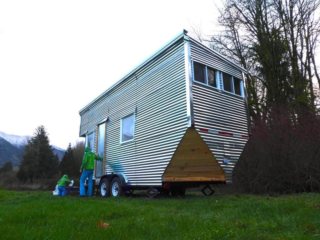 shiny-tiny-house-washington-1