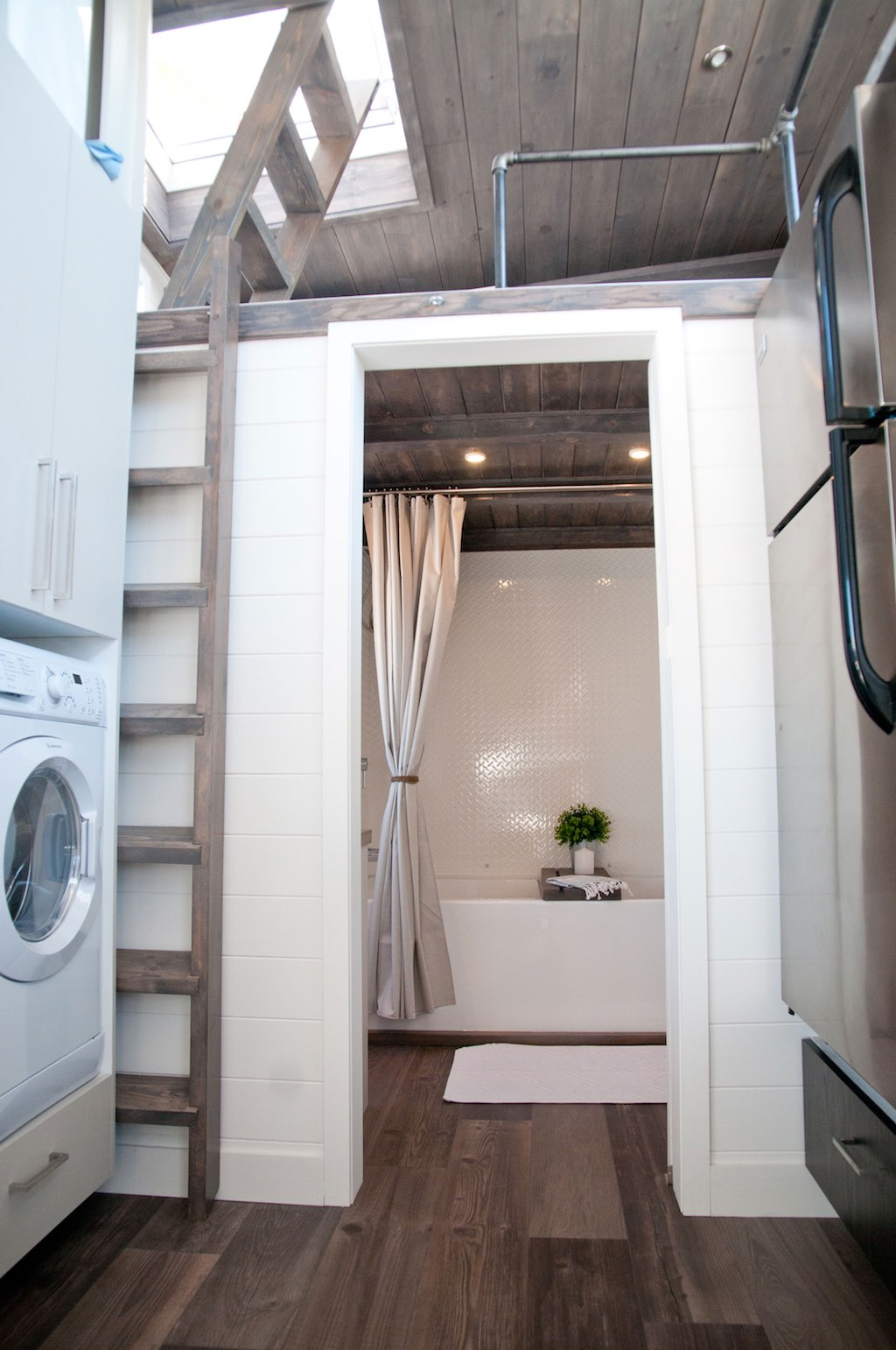 Sakura tiny house swoon for Minimalist house quebec
