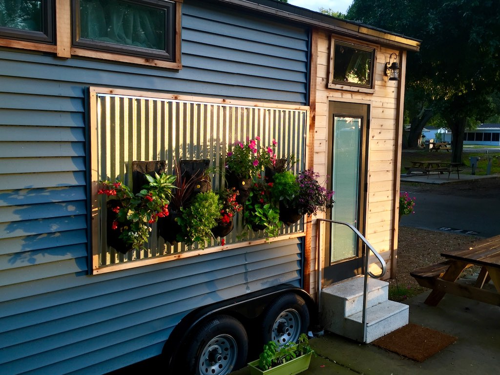 utterly-charming-tiny-house-1